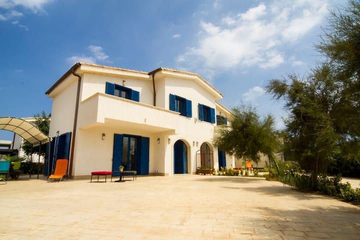 Villa Flora...tra spiaggia e scogli