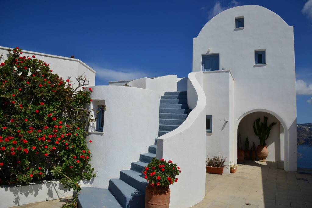 Welcome to our 12  studios complex in Akrotiri area of Santorini