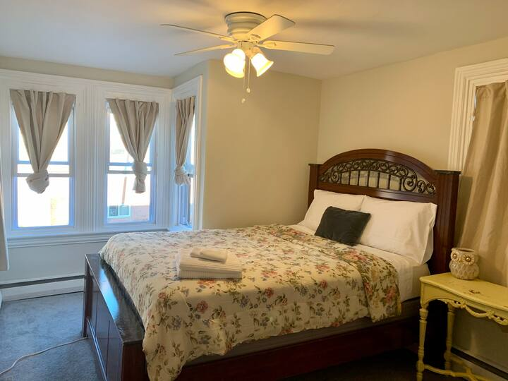 Room A: Close to the airport & 95Hwy.
