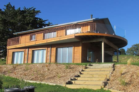 Modern artistic home with spectacular views - Charteris Bay - Talo
