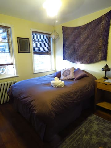 Sunny Private Room in North Petworth/Fort Totten