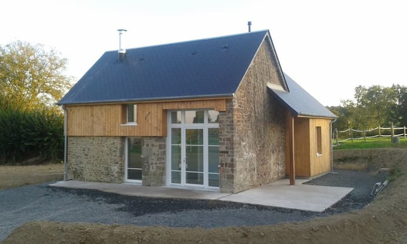 Cottage in Normandy with horses - Saint-Martin-de-Bonfossé - Chalet