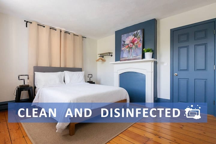 ✨CLEAN & SPACIOUS ROOM✨ historical house w/parking