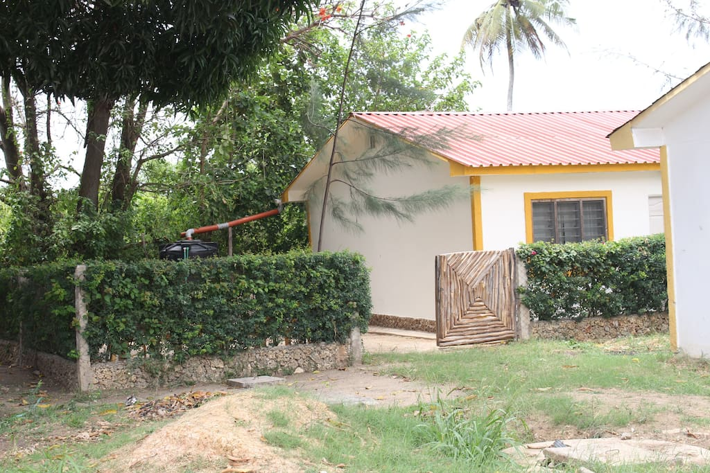 Well demarcated boundaries inside the estate with a sizable compound great for activities such as barbecues and sunbathing. A big mango tree shades the compound hence moderating direct heat from the sun.