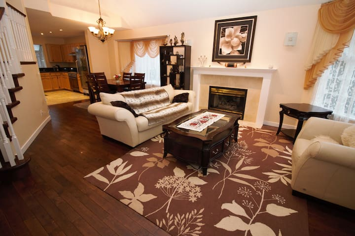 Furnished 4 bed house in Westwood Plateau