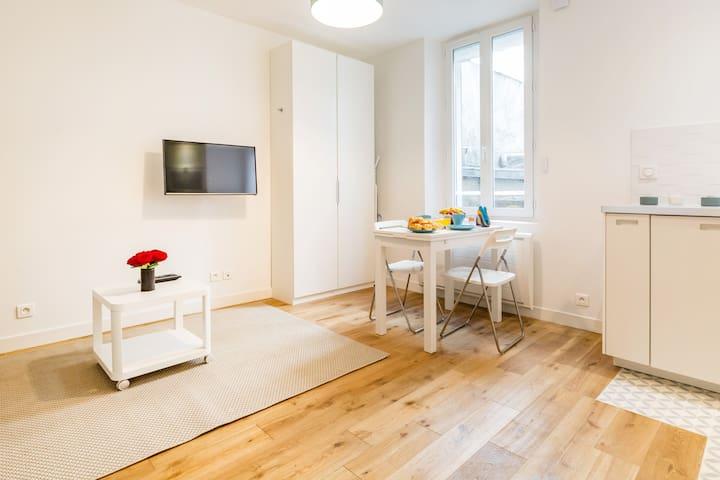 ♥ Lovely studio for a couple ! - Père Lachaise ♥