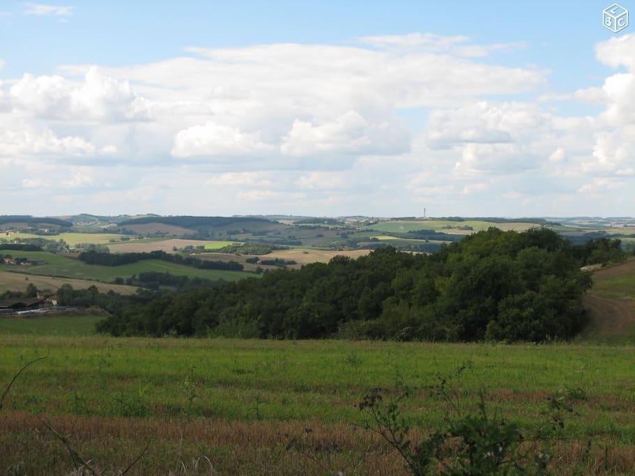Une des vues depuis l'arrière du Moulin qui se trouve en position dominante sur une colline.
