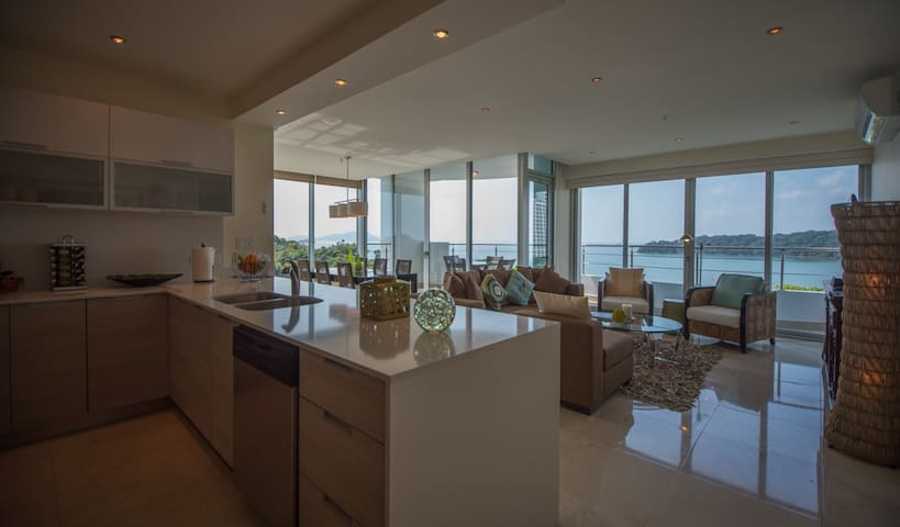 Lg Oceanview 2-Bedroom 6F - Playa Bonita, Panama
