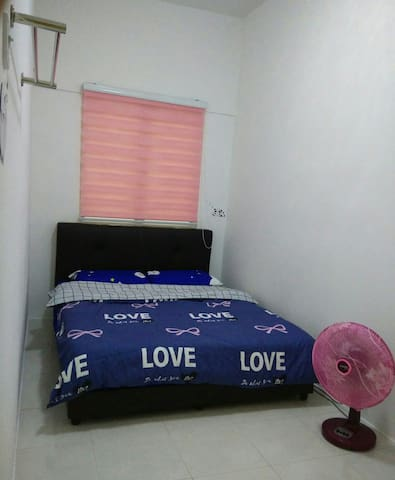 Room 3 with fan