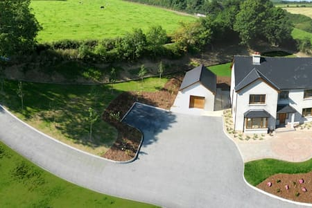 Luxury 5 Bedroom Country House - Newmarket - Huis
