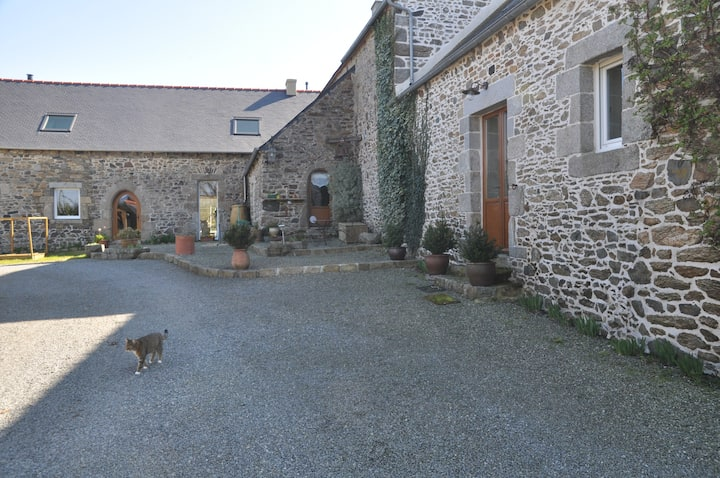 Studio - Belle propriété bretonne à 20' de la mer