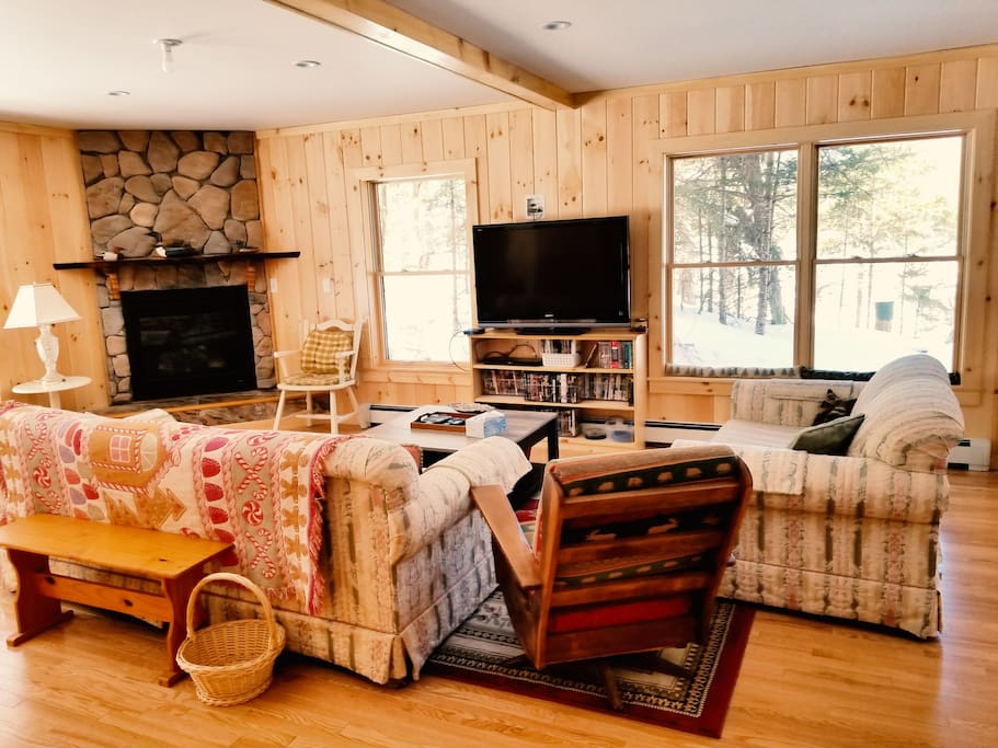 Living Room with WIFI, Movie Library, DIrect TV, Netflix & Amazon Prime