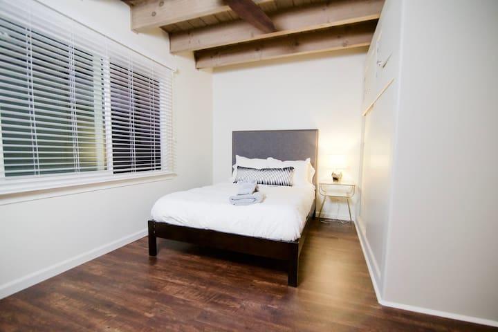 Junior 1 Bedroom, Walk to Caltrain, San Mateo I4