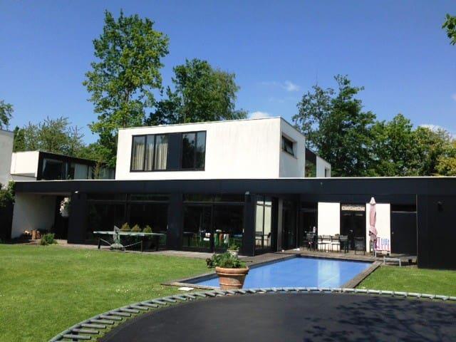 Chambre privée dans villa de prestige, piscine. - Villeneuve-d'Ascq - Villa