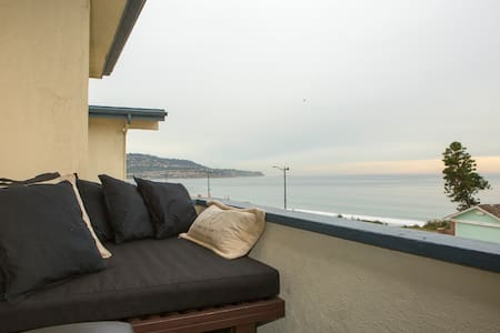 Ocean view with daybed on balcony - Redondo Beach
