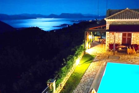 VILLA WITH PRIVATE POOL IN LEFKADA - Lefkada - Villa
