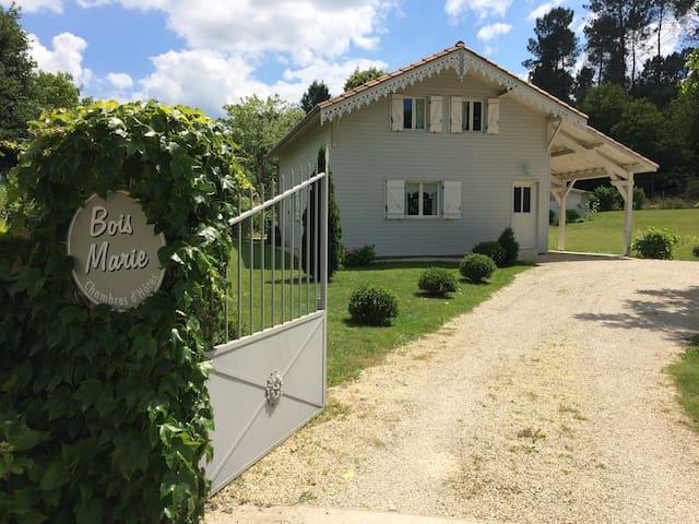 La maison de Bois Marie/Pompadour.
