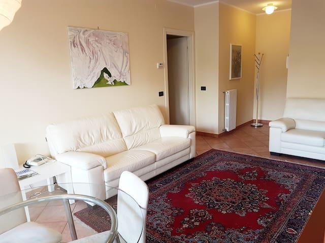 Elegante e centrale con terrazzo panoramico - Biella - Appartement