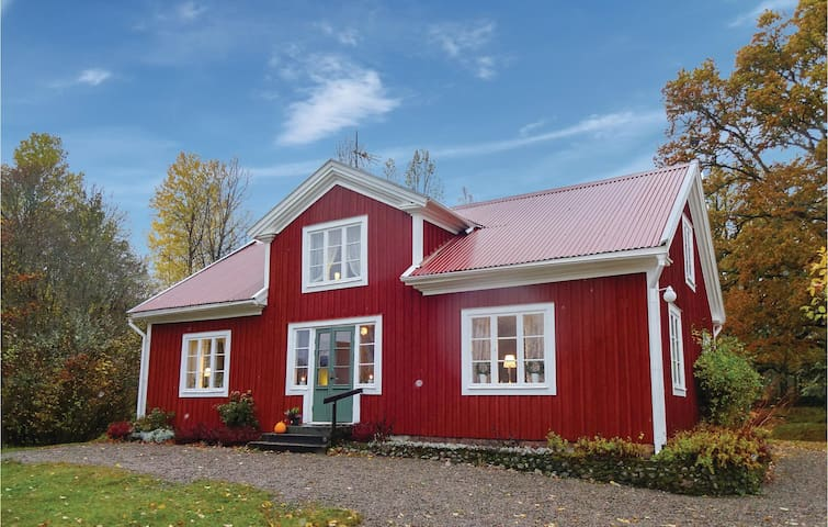 Former farm house with 2 bedrooms on 120m² in Holmsjö