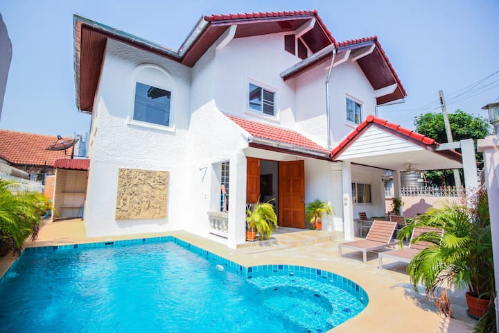 Naklua 4 Bedroom Pool Villa - Pattaya City - Casa