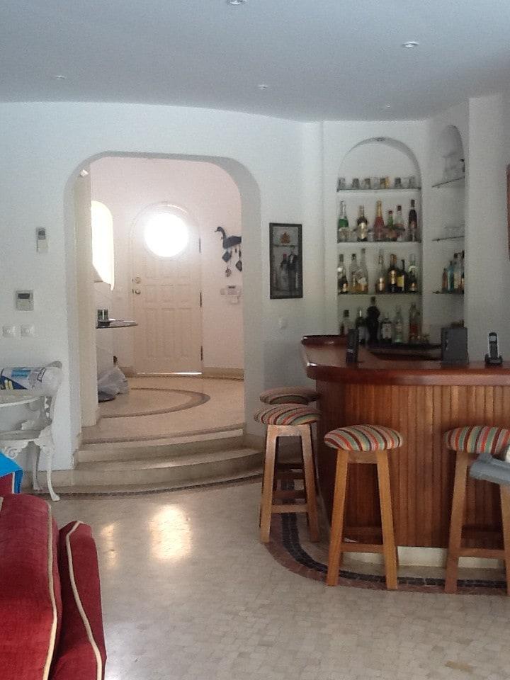 Bar dans salon pierre de parement u revtement mural et for Bar dans salon