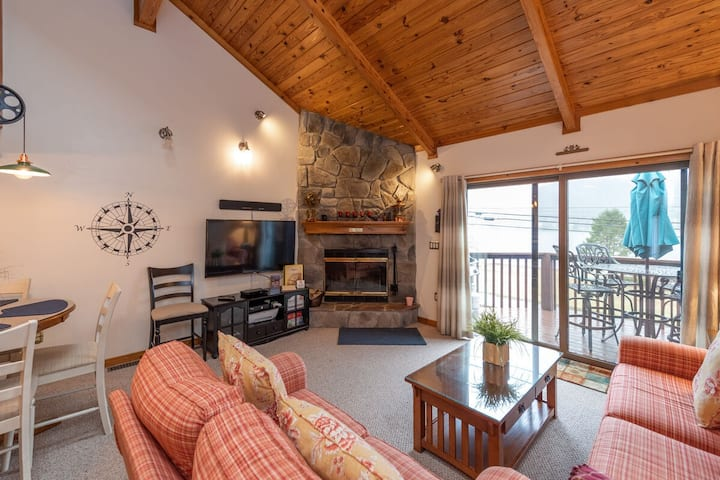 Lake Access Townhouse #02 w/Wood Fireplace, & Community Indoor Pool!