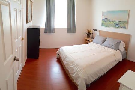 1 BEDROOM, 1.5 BATHS IN HISTORIC ROSE HILLS B - Los Angeles - House