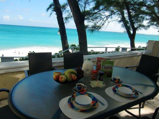 Directly on the beach - Sunrise #1 - Nassau - Condominium