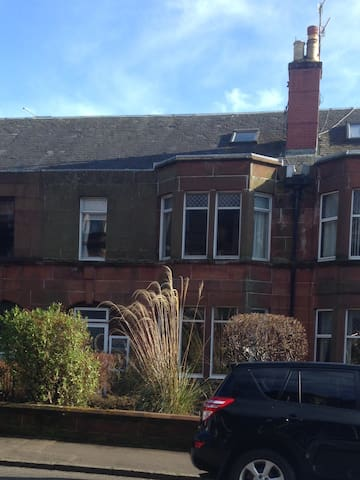Lovely 1 Bedroom Ground floor flat