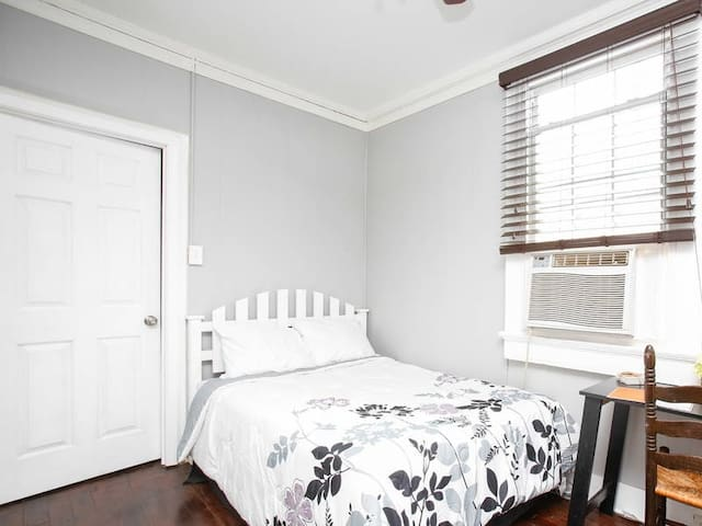 2 Bedroom Cottage off Magazine Street & Garden ... - New Orleans - Hus