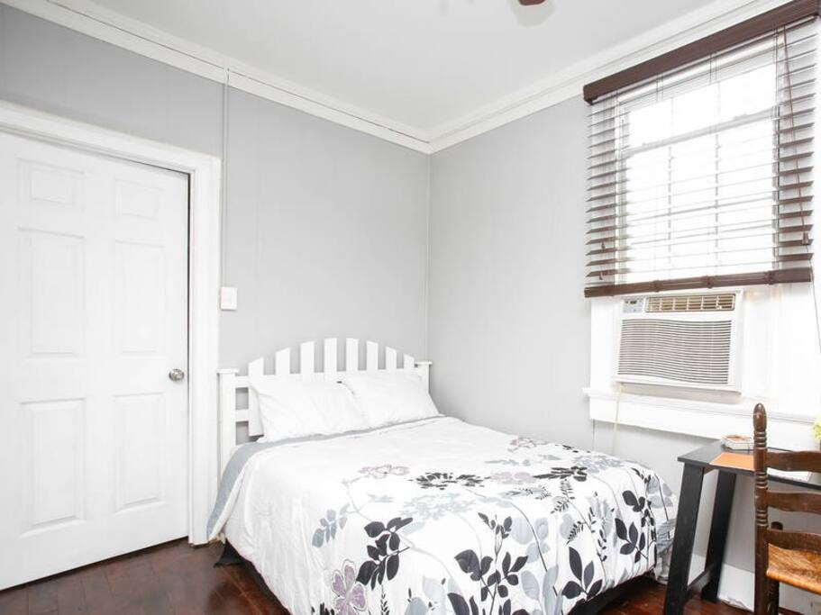 2 bedroom cottage off magazine street garden apartments for rent in new orleans