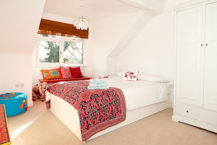 Homely double room with en-suite - Chafford Hundred - Bed & Breakfast