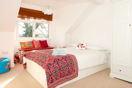 Homely double room with en-suite - Chafford Hundred