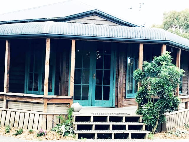 Gorgeous private country Queenslander cottage