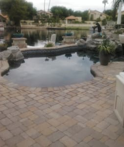 Surrounded by Water in AZ..... - Maison