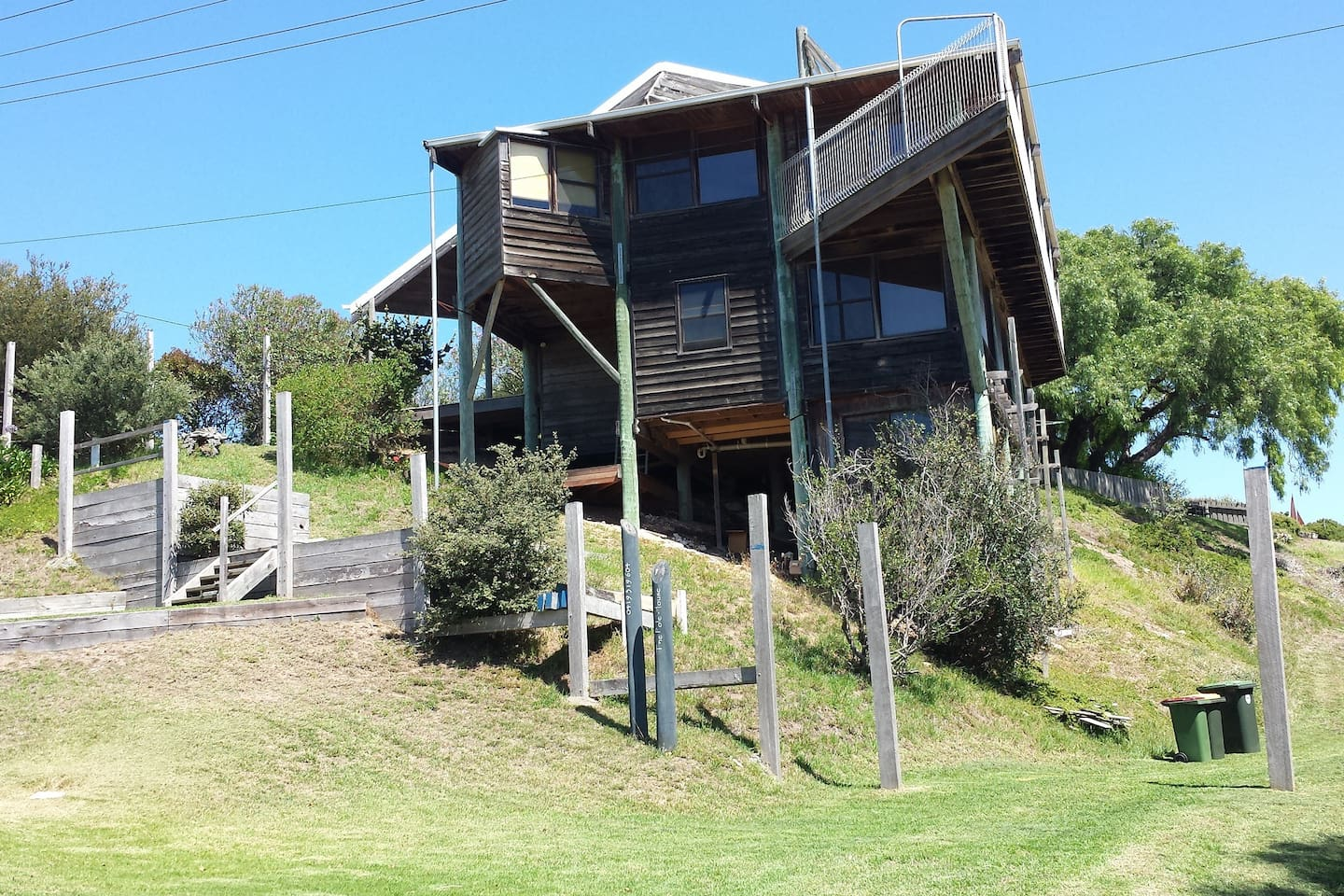 The house is all timber inside and out in a quiet spot. It overlooks Swan and Port Phillip Bays
