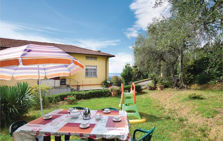 Holiday apartment with 3 bedrooms on 100m² in Massarosa -LU-