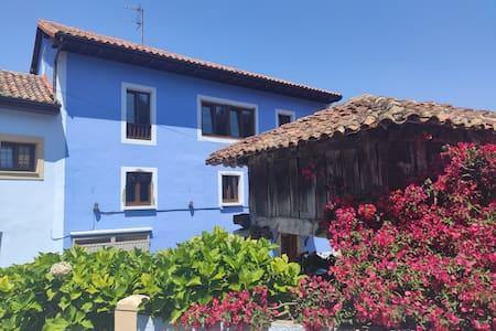 Casa rural espaciosa en Naves
