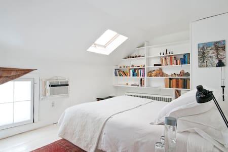 Lovely Room in Lovely Home - Rhinebeck