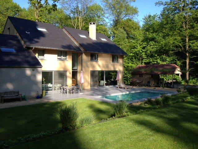Villa dans un quartier champêtre - Enghien - Huvila