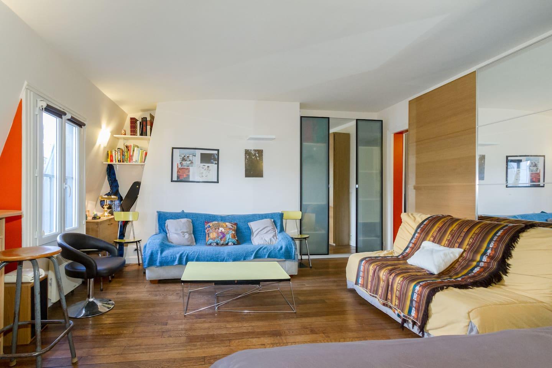 the lounge / le salon