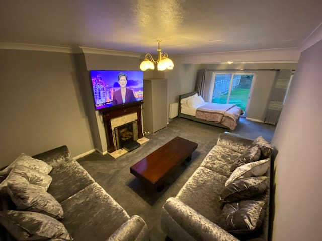 Luxury Large Apartment with Garden, Renovated