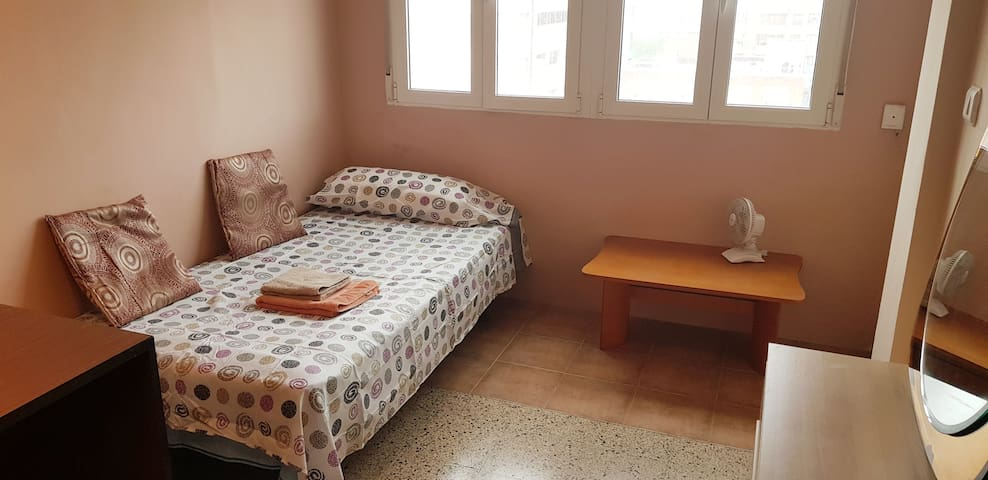PRIVATE, SPACIOUS & CHEAP ROOM + BIKE RENT $5/DAY