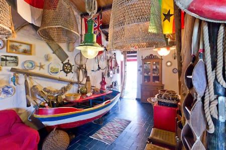 UNIQUE SEAFRONT BOHEMIAN BOATHOUSE - Castellammare del Golfo - Loft