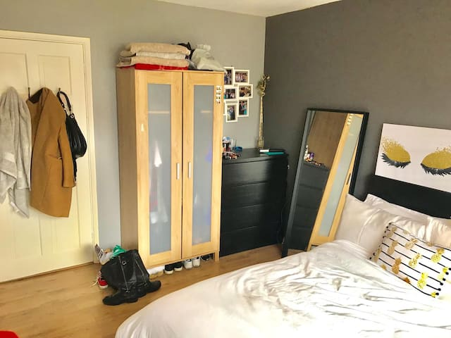 Double bedroom in south London