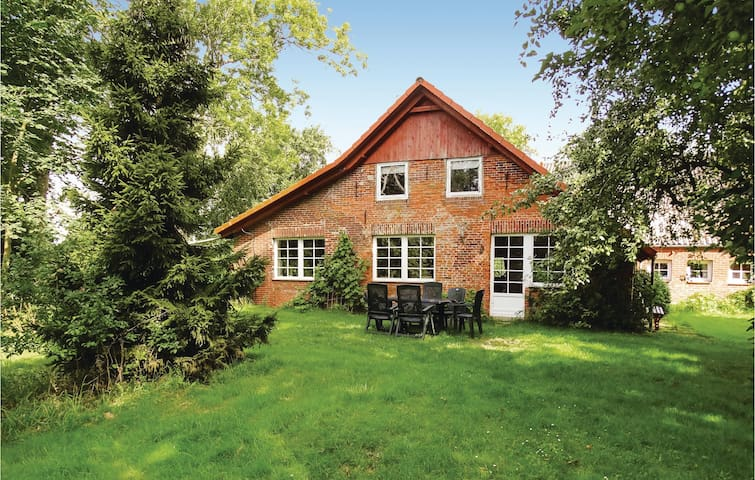 Holiday cottage with 3 bedrooms on 120 m² in Butjadingen