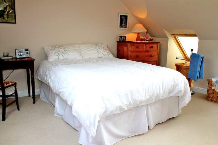 Large Room in Historic English Town