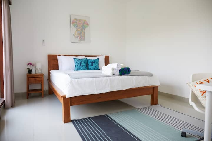 4 Bed Lux Villa w/Pool 100M to Beach In Canggu