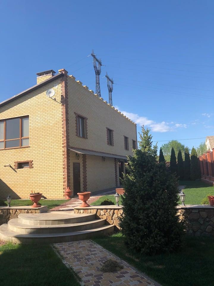 Дом на берегу реки Волги