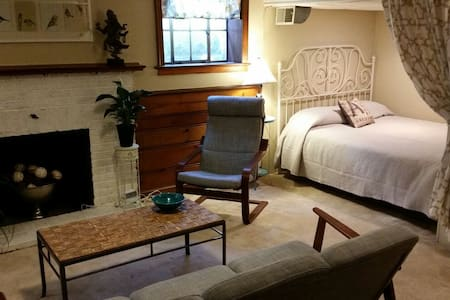 Private Suite Near Old Town & DC - Alexandria